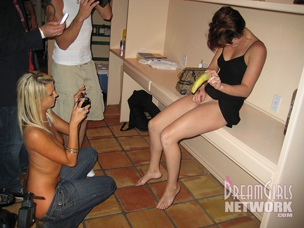 wd-girls-gets-naked-for-the-camera
